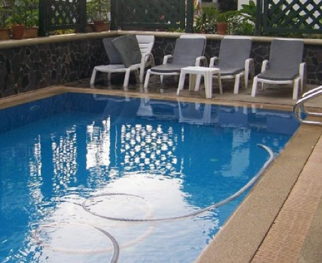 Excellent and clean and lovely pool at the Bhiman Inn in Bangkok