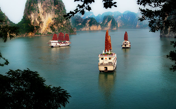 Ha Long Bay Cruise on Dragon's Pearl, Indochina Junk Company